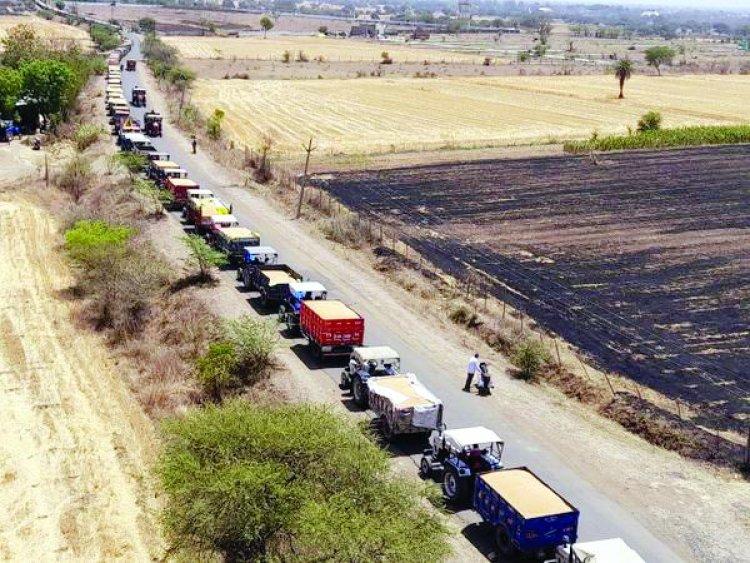 साइलो फुल, अनाज से भरी ट्रालियों की लगी दो किमी लंबी लाइन